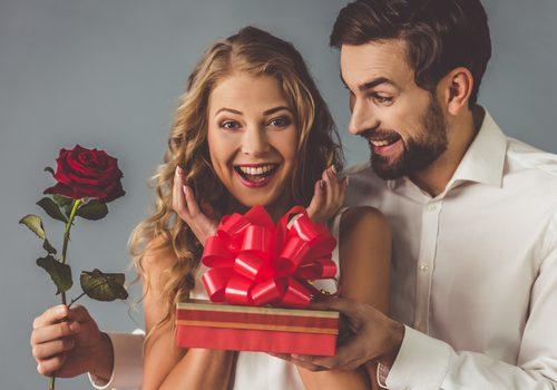 10周年の結婚記念日はサプライズで祝おう