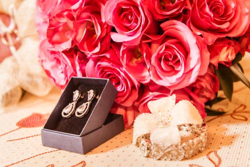 結婚記念日にジュエリープレゼントが人気な理由