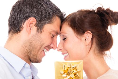 結婚記念日_妻_プレゼント_夫_記念日_デート_カップル_気分_夫婦