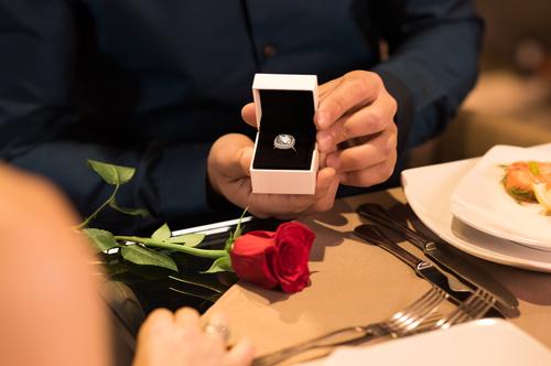 結婚記念日_サプライズ_プレゼント_レストラン_お祝い_アニバーサリー_妻