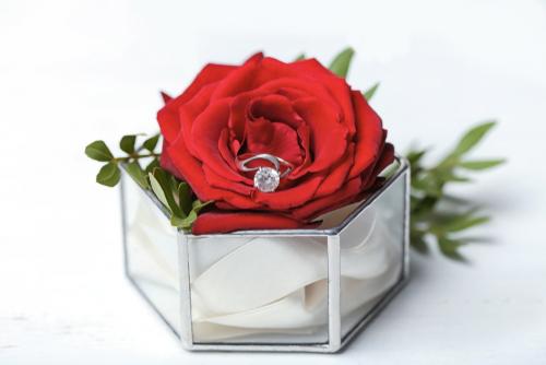 スイートテンには、直前まで内緒に出来るバラのプレゼントがおすすめ