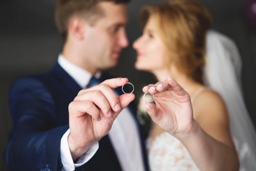 結婚記念日、妻へのプレゼントにペアリング等は避けよう