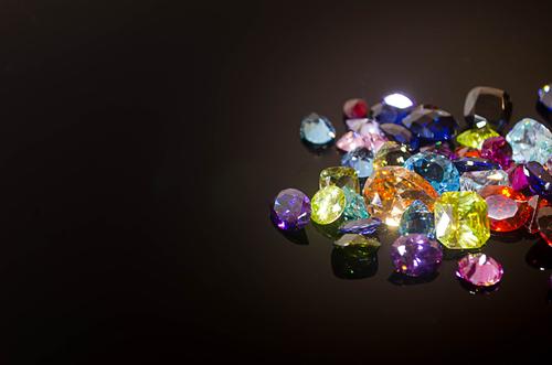 結婚記念日にプレゼントしたい宝石をご紹介