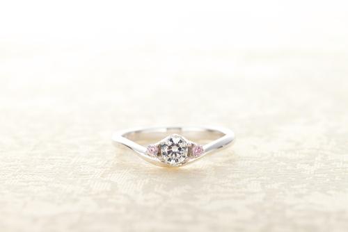 婚約指輪_サイドストーン人気
