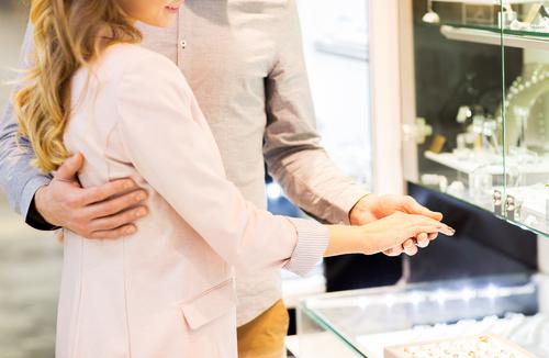 婚約指輪_指輪_選ぶ_カップル