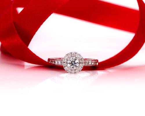 ダイヤモンド_婚約指輪_妻_贈り物_バラ_花束_フラワージュエリー_サプライズ_夫婦_プロポーズ_正面_ダイヤモンドリング