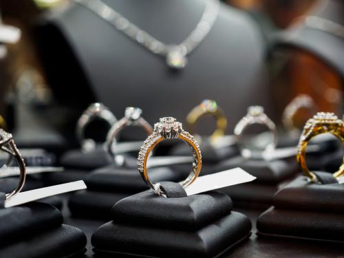婚約指輪-ショップ-お店-宝石店