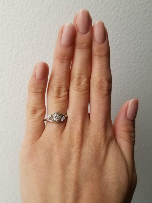 婚約指輪-エンゲージリング-EIKA-サイドストーン-ローズ-バラ