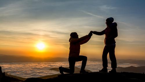 登山-山頂-サプライズプロポーズ-富士山-ご来光